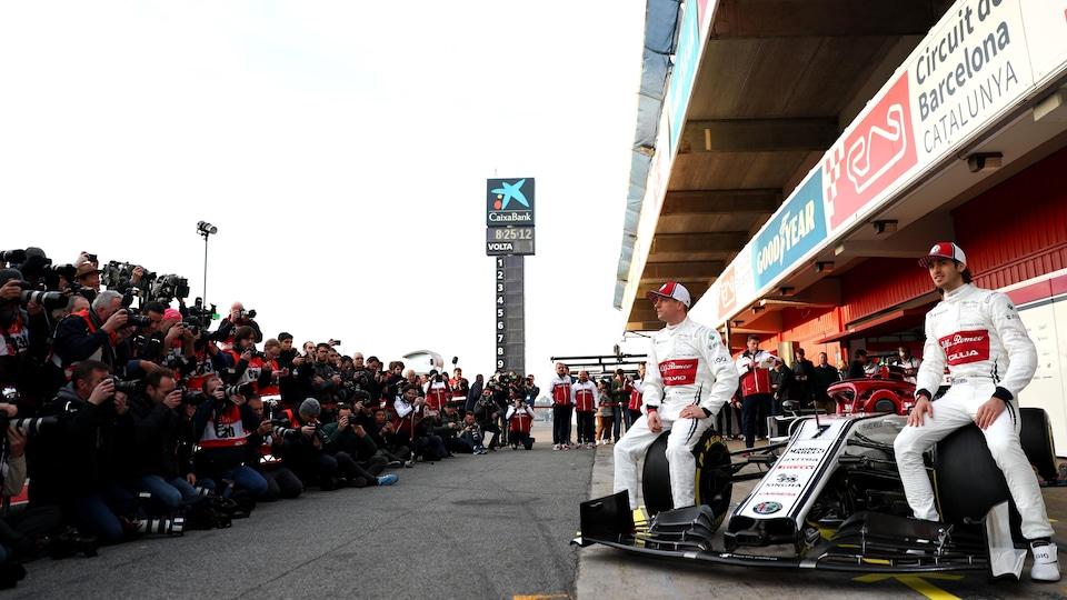 Kimi Raikkonen et Antonio Giovinazzi au lancement de l'Alfa Romeo C38 à Barcelone