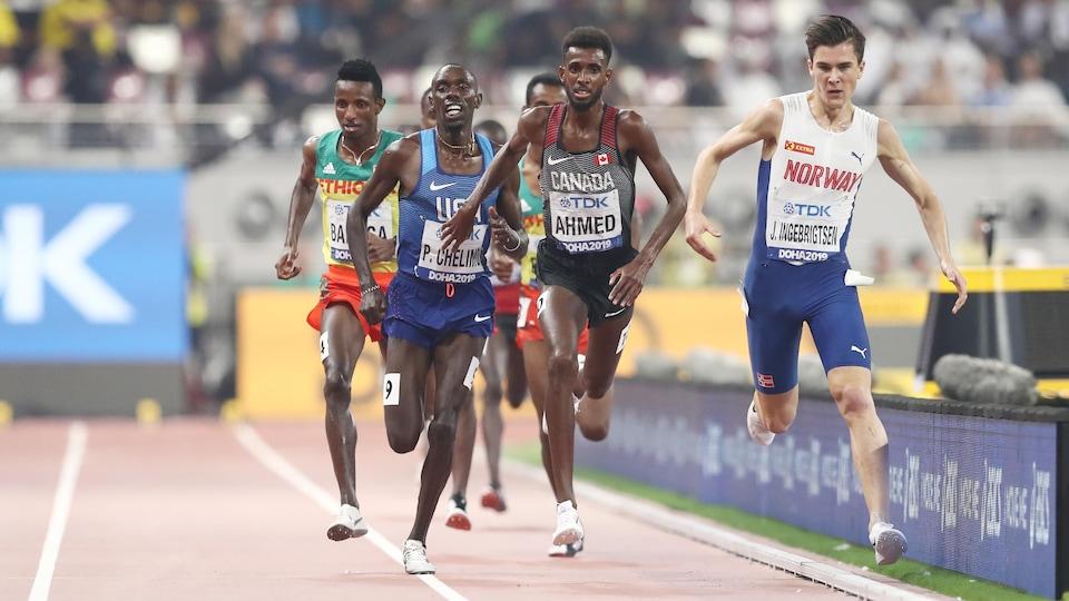Il au coeur de l'action du 5000 m.