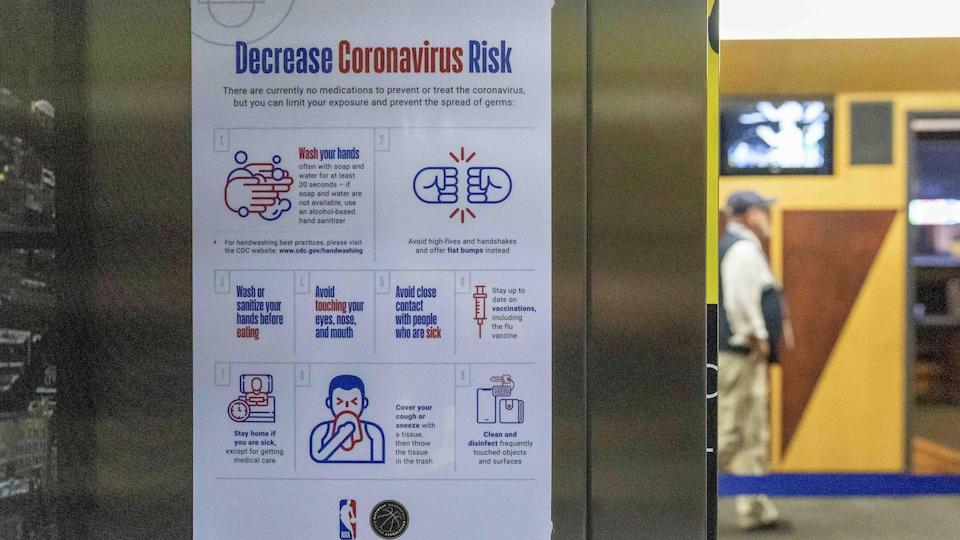 Vue d'une affiche d'information sur le coronavirus