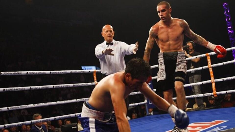 Benoît Gaudet envoie un rival au tapis pour le compte.