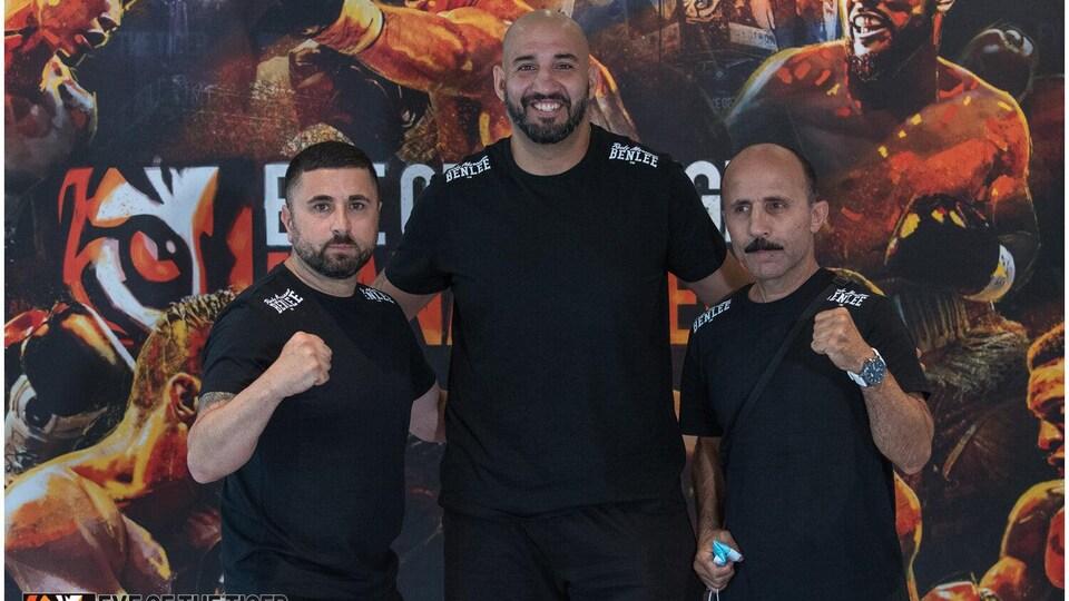Erkan Teper (au centre) flanqué d'Our Idodou et Adnan Ozgoban