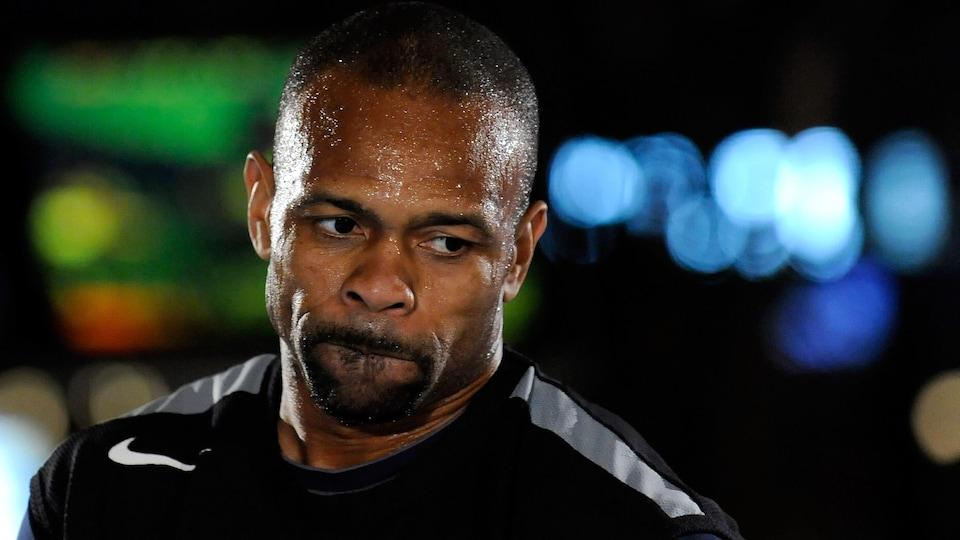 Gros plan du visage d'un boxeur à l'entraînement
