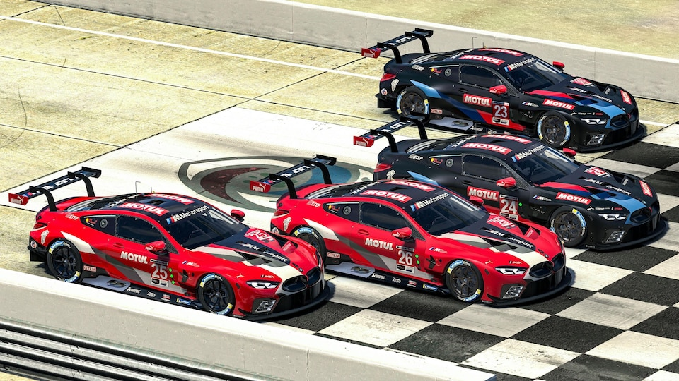 Les BMW M8 au départ d'une course virtuelle