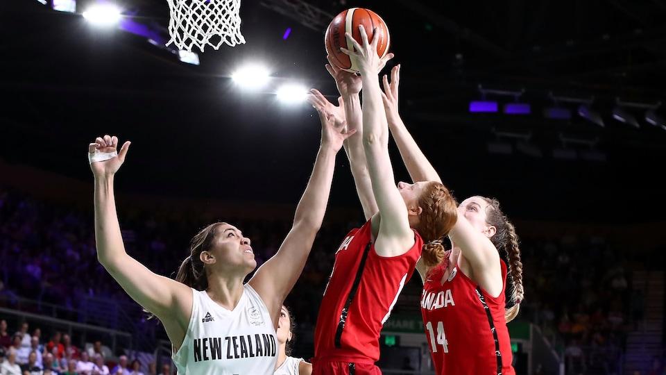 Le Canada contre la Nouvelle-Zélande en basketball féminin aux Jeux du Commonwealth