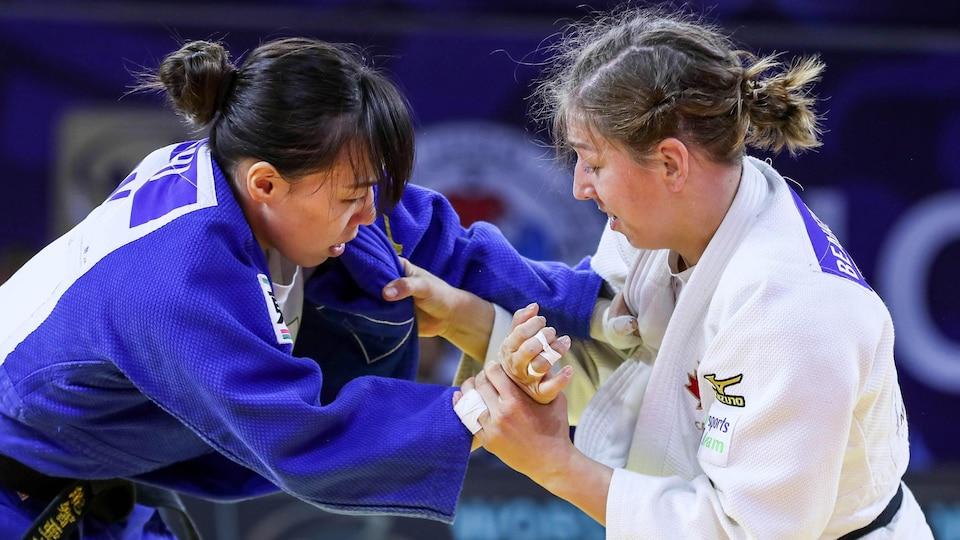 Catherine Beauchemin-Pinard se bat contre Aimi Nouchi.