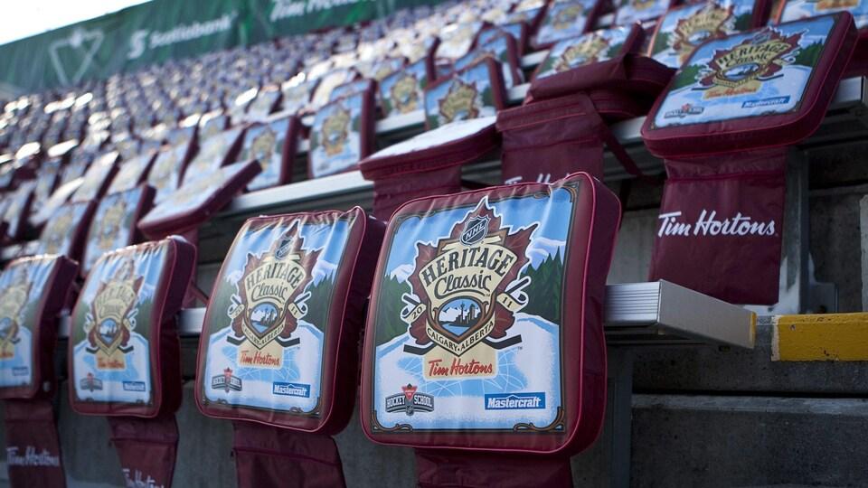 Des coussins ont été déposés sur chaque siège du stade extérieur de l'édition 2011 de la Classique héritage.
