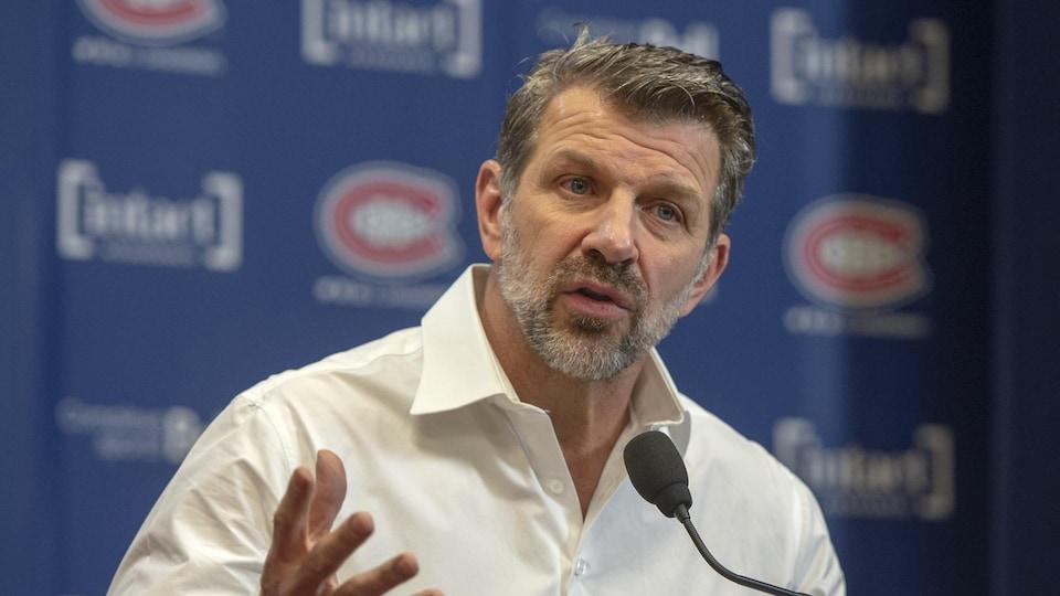Le directeur général des Canadiens de Montréal, Marc Bergevin fait son bilan de la période des transactions au podium du Centre Bell.
