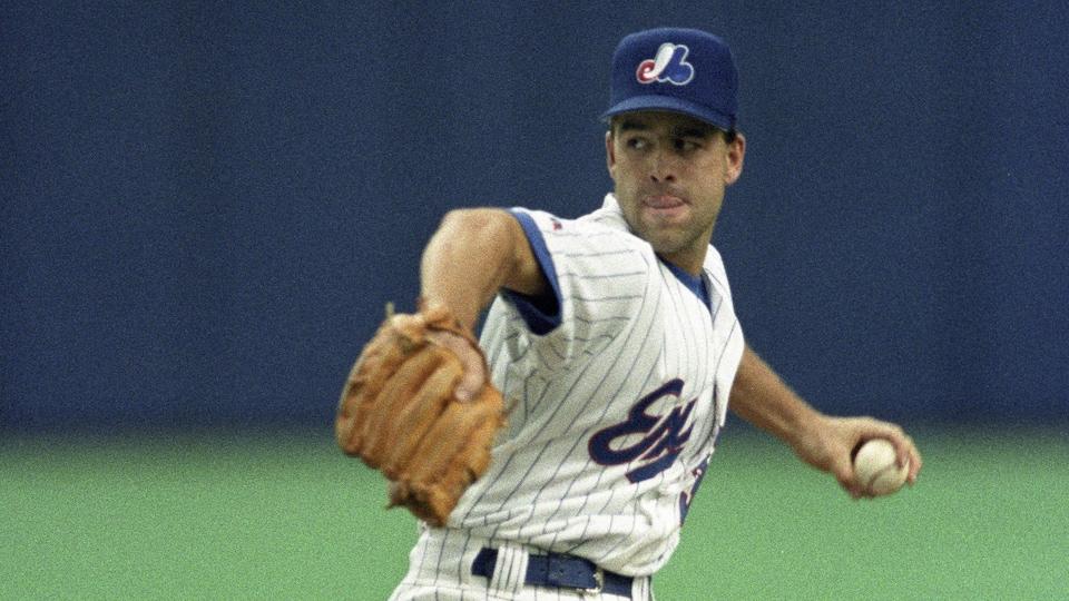 Denis Boucher se prépare à lancer une balle lors d'un match des Expos.