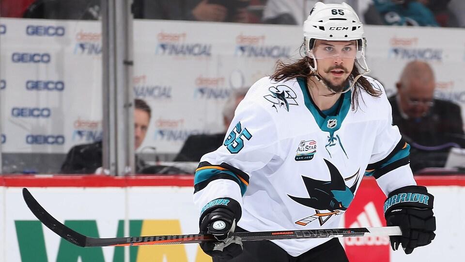 Le défenseur des Sharks Erik Karlsson