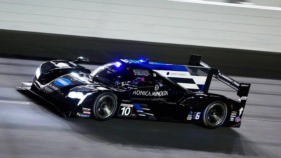 Fernando Alonso en piste à bord de la Cadillac aux 24 Heures de Daytona