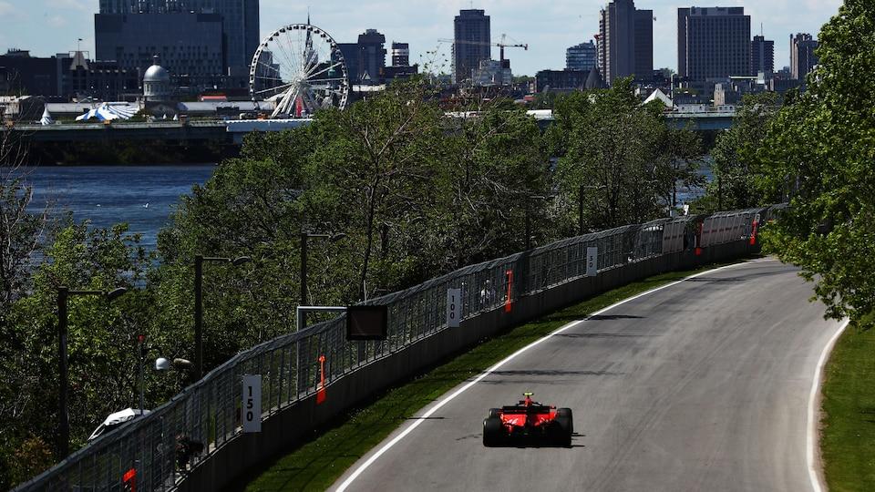 La Ferrari de Charles Leclerc a dominé la deuxième séance d'essais de vendredi après-midi.
