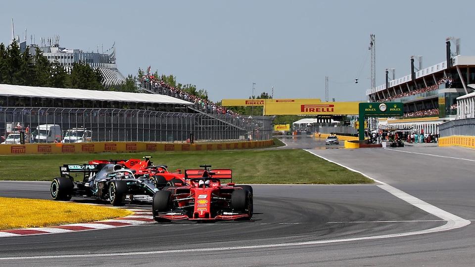 Sebastian Vettel, dans sa Ferrari rouge, mène le peloton au départ du Grand Prix du Canada de 2019.