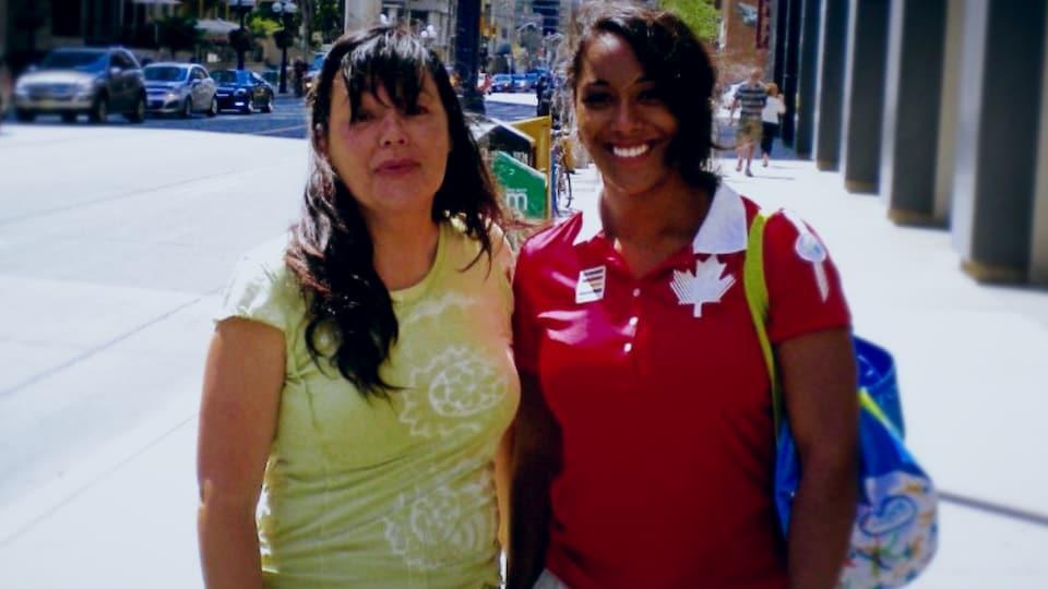 Kristel Ngarlem et sa mère en 2015 à Toronto pendant les Jeux panaméricains