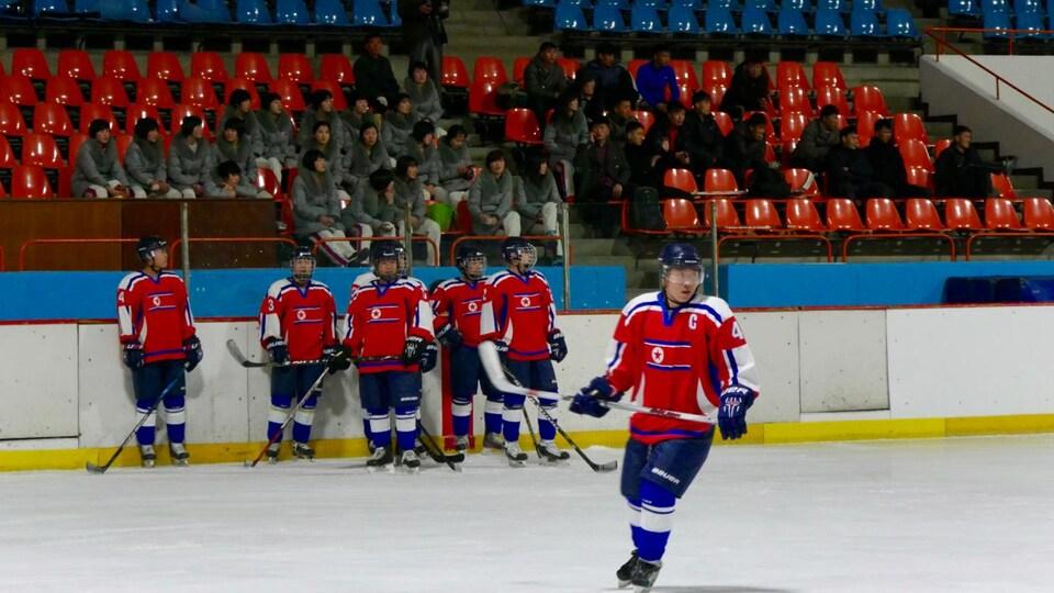 Des joueurs nord-coréens à l'entraînement