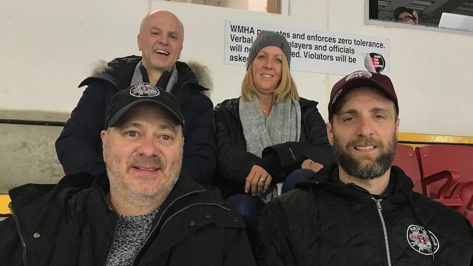 Trois papas et une maman des joueurs québécois ont fait le voyage en Saskatchewan pour voir leur fils.