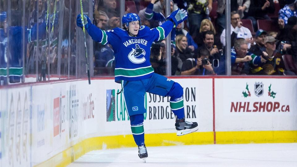 Les Canucks de Vancouver l'ont emporté 2-1 contre les Maple Leafs de Toronto.