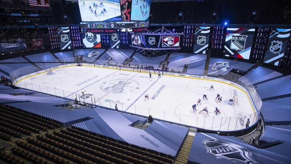 Les Rangers et les Islanders de New York durant leur match préparatoire du 29 juillet, à Toronto