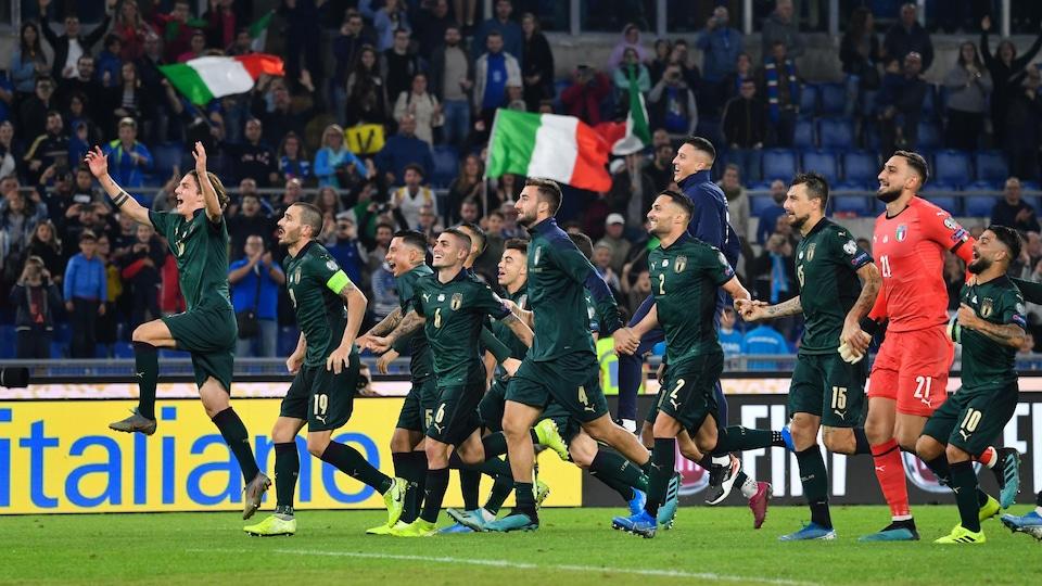 Les joueurs de l'Italie célèbrent leur qualification à l'Euro 2020.