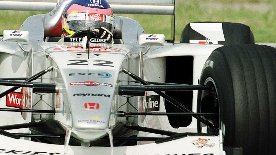 Jacques Villeneuve dans la BAR en 2000 au Japon