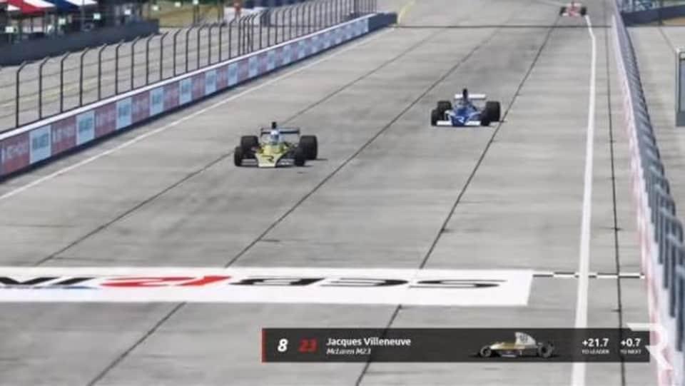 Jacques Villeneuve (à gauche) en piste lors de la course de Sebring de la plateforme The Race