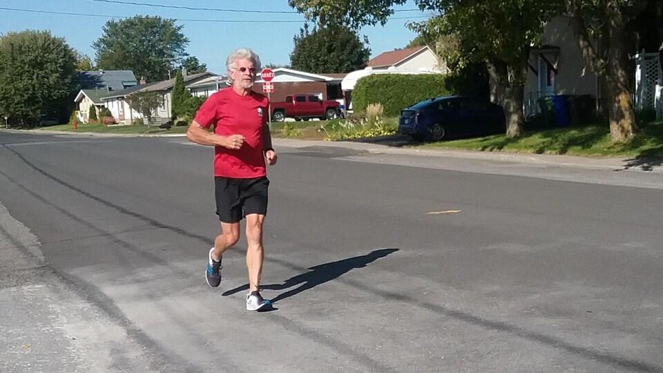 Jean Larose à l'entraînement de course à pied