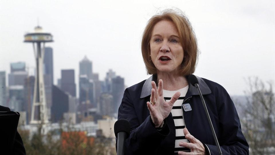 La mairesse Jenny Durkan en mêlée de presse