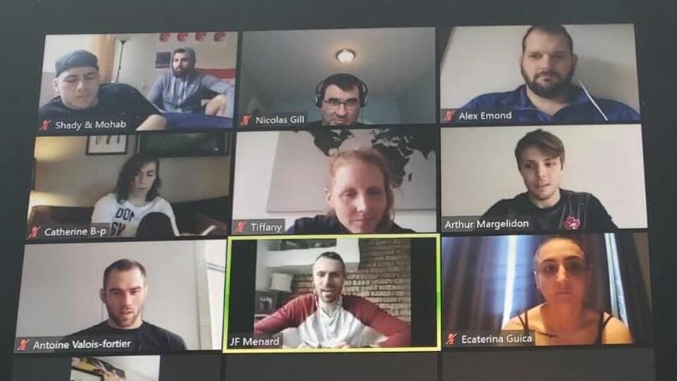Photo d'un écran d'ordinateur avec les gens qui se parlent.