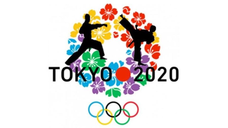 Un dessin représente deux ombres d'athlètes de karaté sur l'emblème des Jeux de Tokyo.
