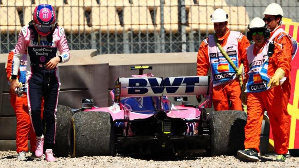 Lance Stroll indemne après une sortie de piste lors des essais libres du Grand Prix d'Espagne à Barcelone