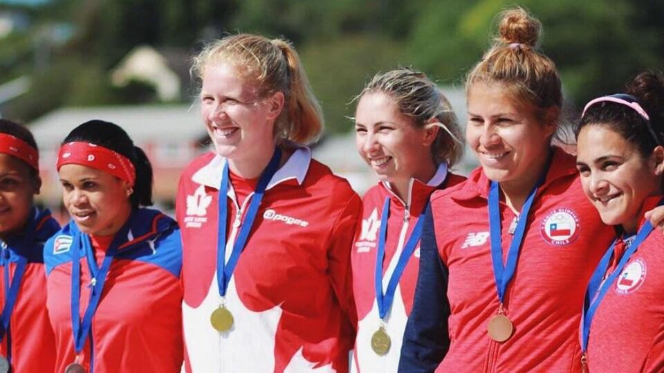 Laurence Vincent-Lapointe et Katie Vincent (au centre) aux Championnats panaméricains de vitesse de Dartmouth