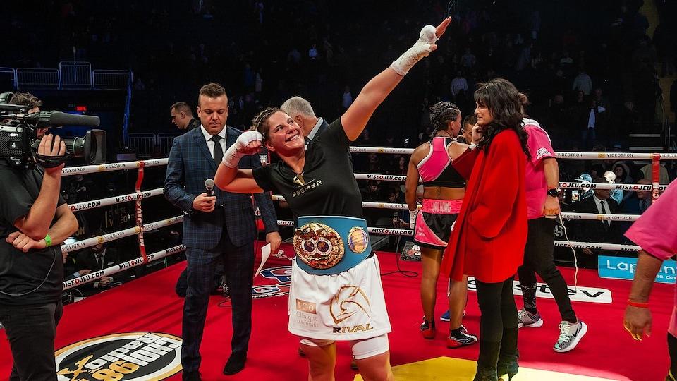 Marie-Eve Dicaire après son combat contre Ogleidis Suarez