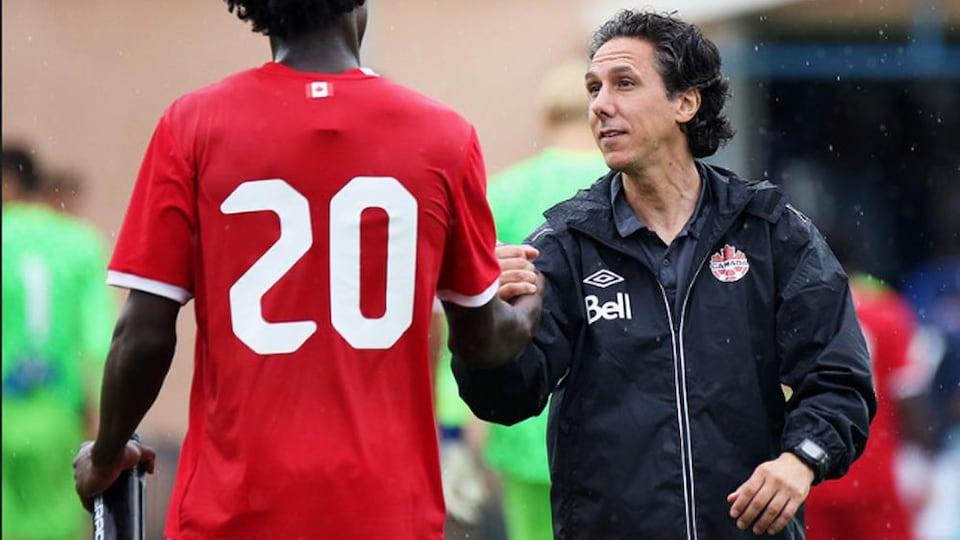 Mauro Biello avec l'équipe nationale