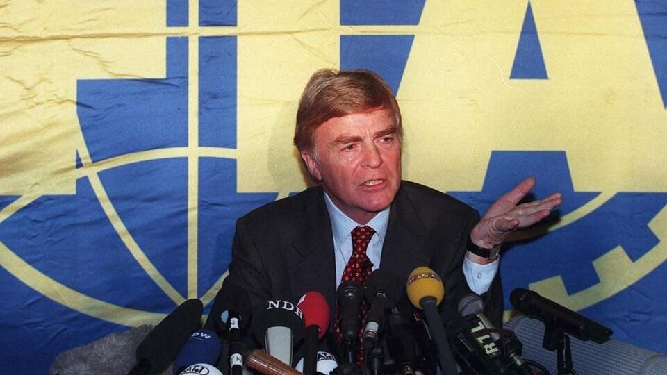 Max Mosley en 1997, alors président de la FIA