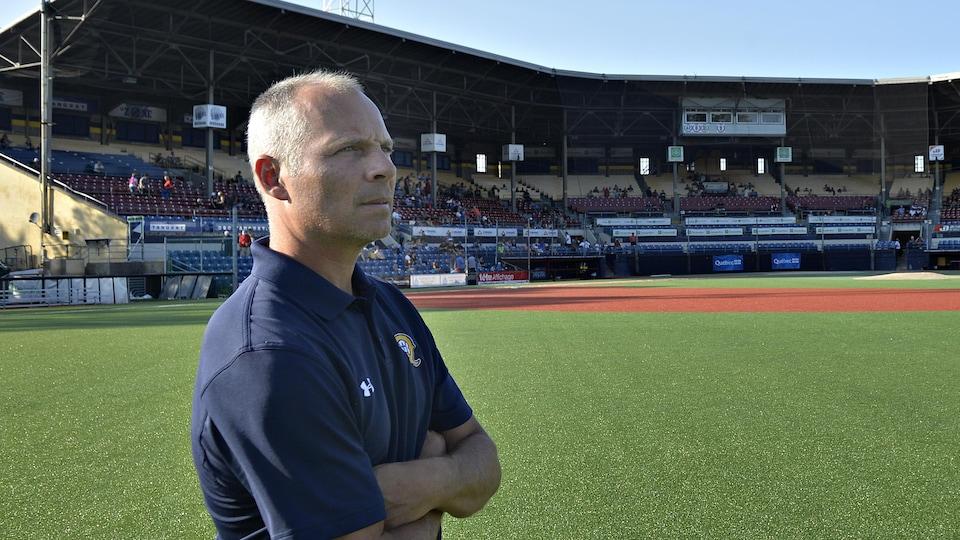 Michel Laplante au stade Canac, domicile des Capitales de Québec