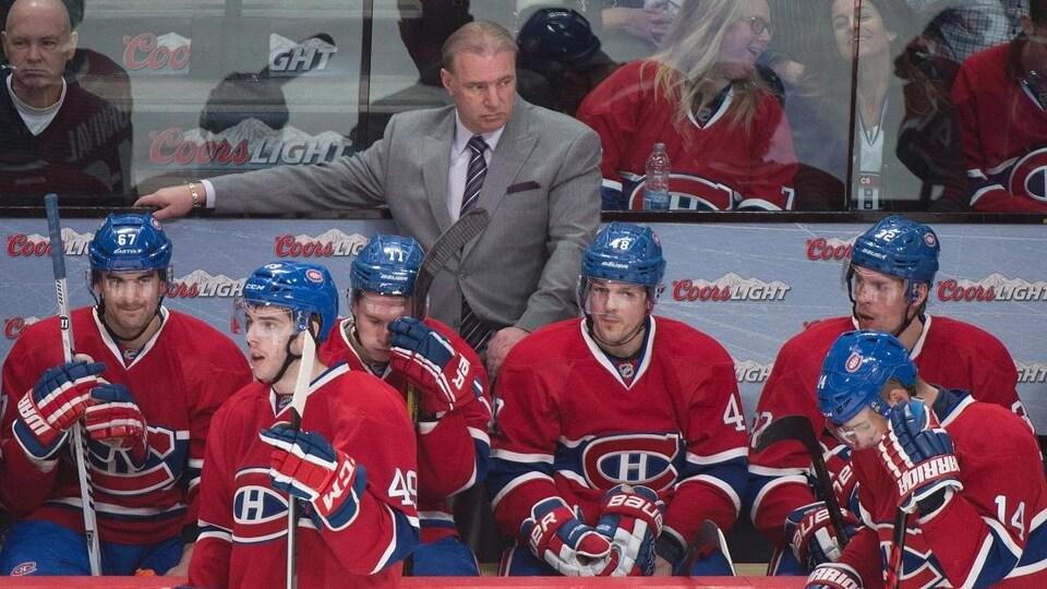 Michel Therrien derrière Daniel Brière au banc du Canadien