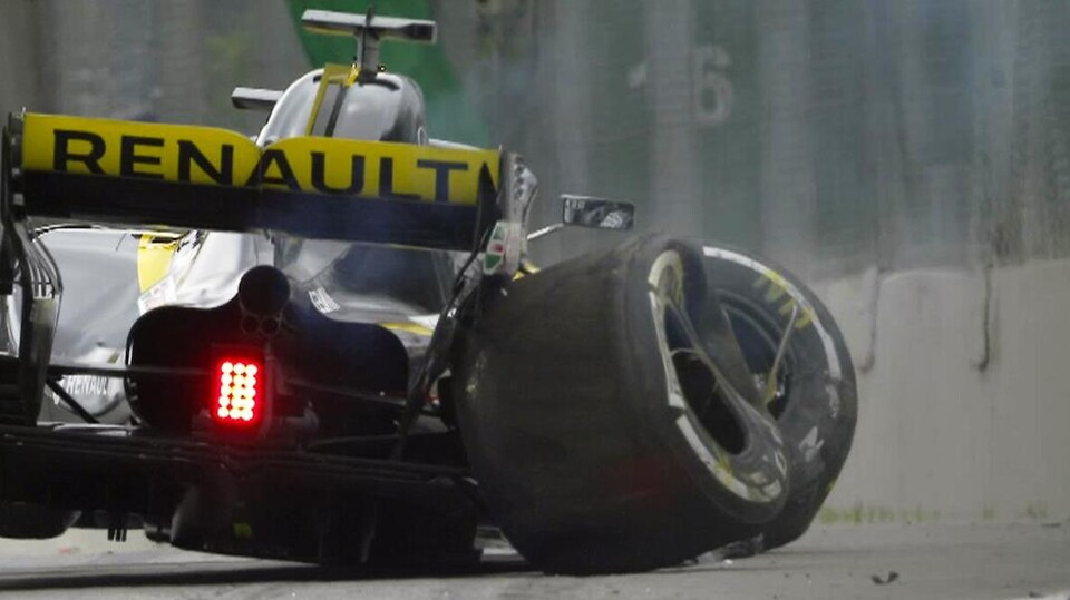 La Renault de Nico Hülkenberg après l'impact sur le circuit Interlagos de Sao Paulo