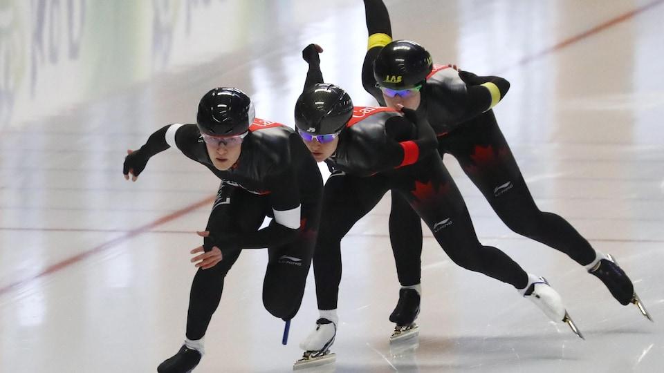 Les patineuses canadiennes en action au relais des mondiaux sur distance individuelle, en Allemagne