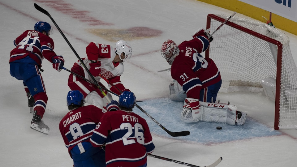 Paul Byron (no 41), Ben Chiarot (no 8), Darren Helm (no 43), Jeff Petry (no 26) et Carey Price (no 31)