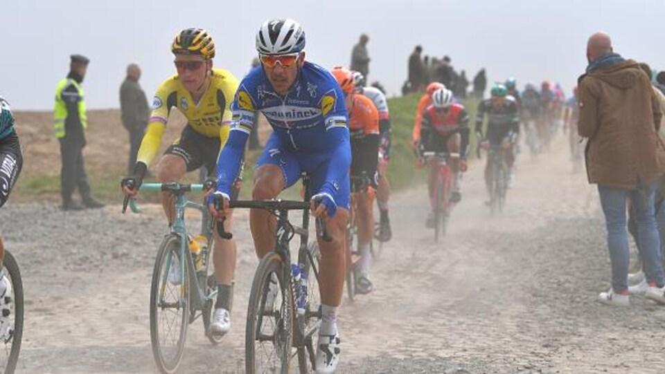 Philippe Gilbert dans la poussière et les pavés de la 117e édition du Paris-Roubaix