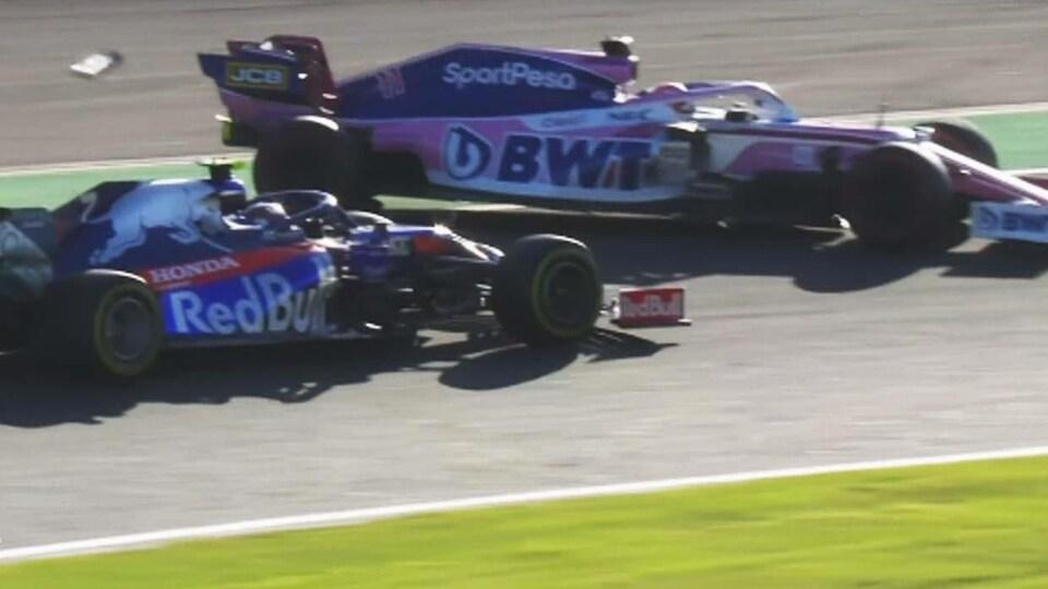 Sergio Pérez (Racing Point) glisse hors piste après un accrochage avec Pierre Gasly (Toro Rosso).