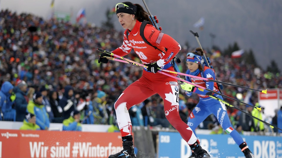 La Canadienne Rosanna Crawford quitte le champ de tir.