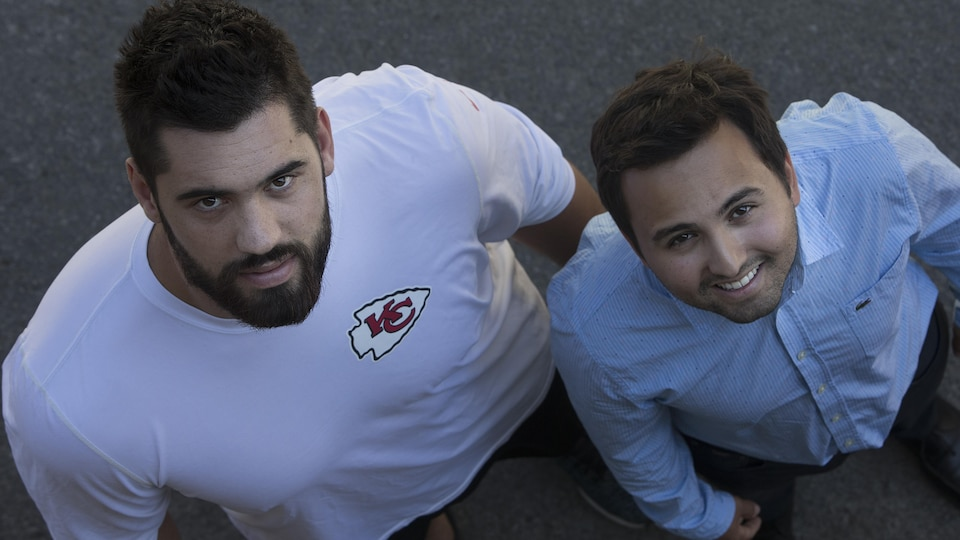 Laurent Duvernay-Tardif (gauche) et son agent Sasha Ghavami