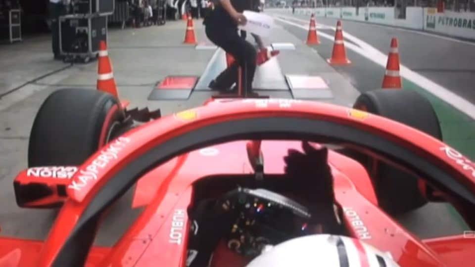 Sebastian Vettel impatient à la pesée lors de la séance de qualification du Grand Prix du Brésil
