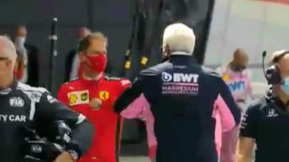 Sebastian Vettel salue Lawrence Stroll dans le paddock de Silverstone.