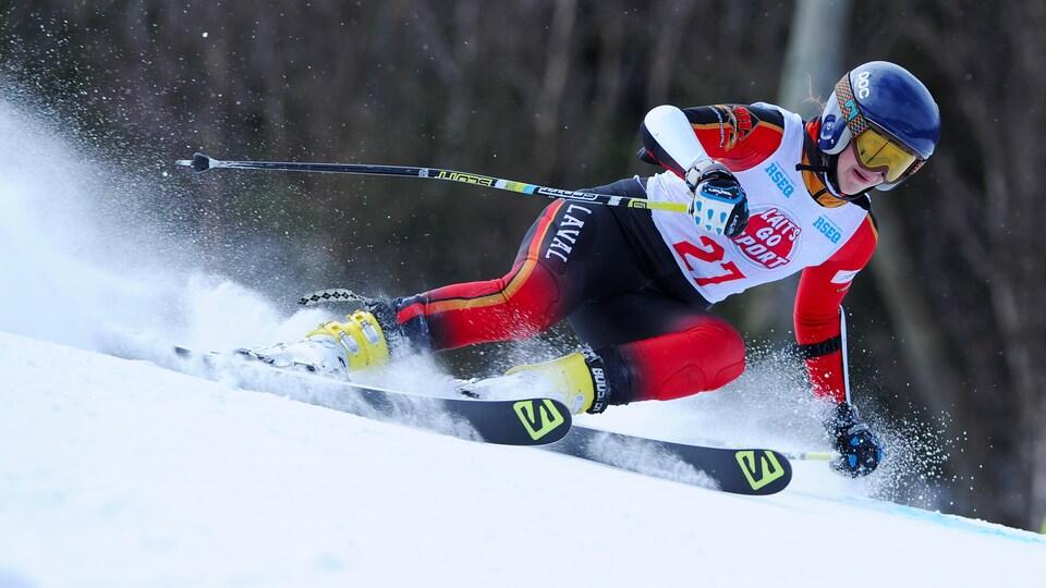 La skieuse Alice Stoll du Rouge et Or de l'Université Laval