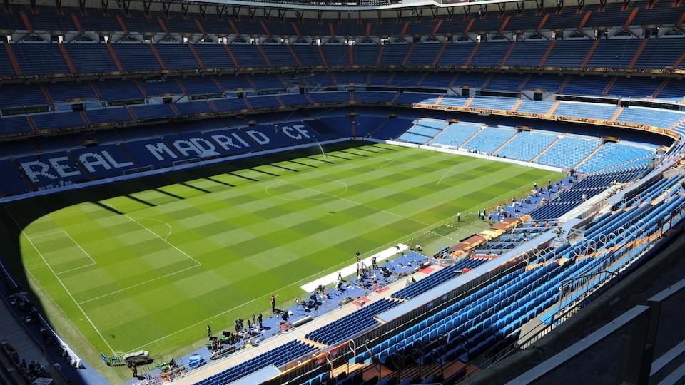 Vue de l'intérieur du stade Bernabeu à Madrid