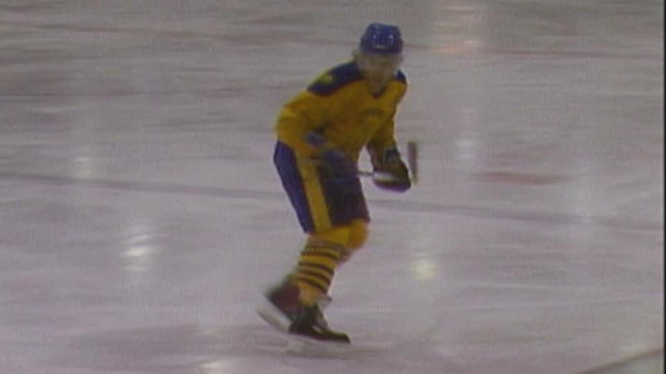 Joueur habillé en joueur de hockey.