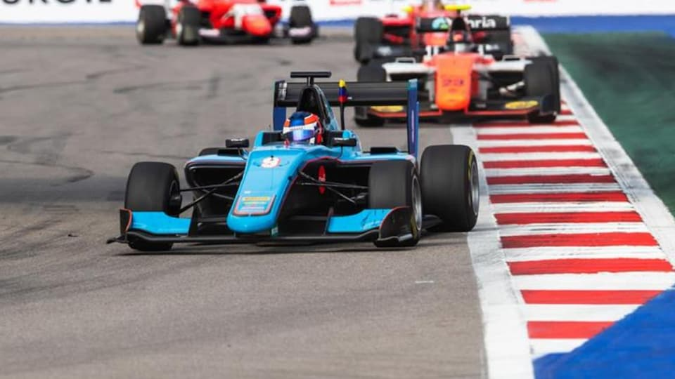 Tatiana Calderon en piste en 2018 dans la voiture de l'équipe GP3 Jenzer Motorsport
