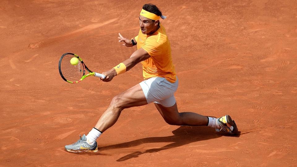 Rafael Nadal en action à Barcelone