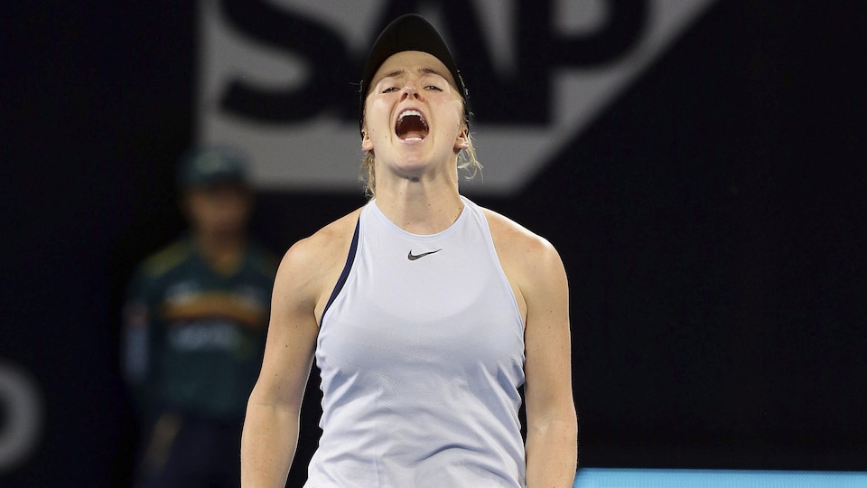 Elle célèbre sa victoire face à la Bélarusse Aliaksandra Sasnovich en finale du tournoi de Brisbane.